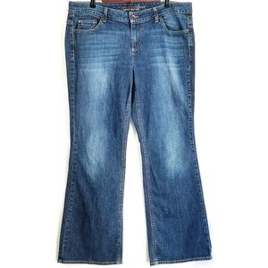 Tommy Hilfiger | Mid Rise Freedom Boot Cut Jeans